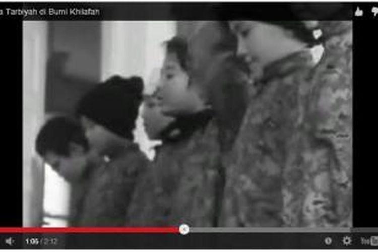 Sebuah video pelatihan perang yang diadakan ISIS dengan peserta anak-anak Indonesia beredar di laman YouTube, Selasa (17/3/2015).