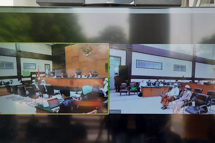 Pengadilan Negeri (PN) Jakarta Timur melanjutkan sidang kasus kerumunan yang massa di Petamburan, Jakarta Pusat dan Megamendung, Kabupaten Bogor dengan terdakwa Rizieq Shihab pada hari ini, Kamis (6/5/2021).