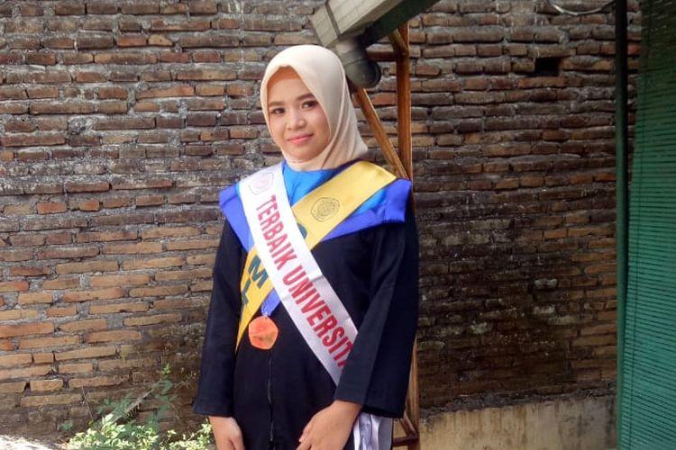 Nurpitasari menjadi lulusan terbaik di Universitas Ngudi Waluyo