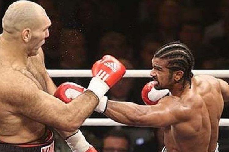 David Haye (kanan) saat mengalahkan Nikolai Valuev