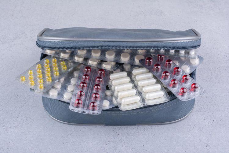 Ilustrasi kombinasi obat yang menyebabkan interaksi obat