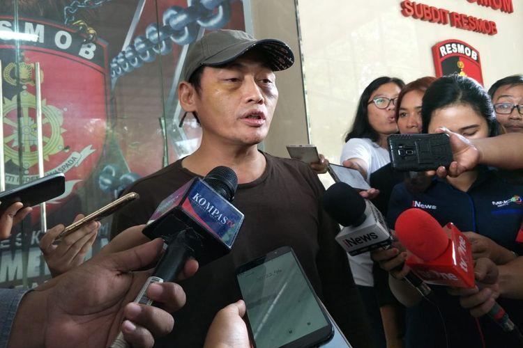 Ninoy Karundeng di Polda Metro Jaya, Jakarta Selatan, Senin (7/10/2019).
