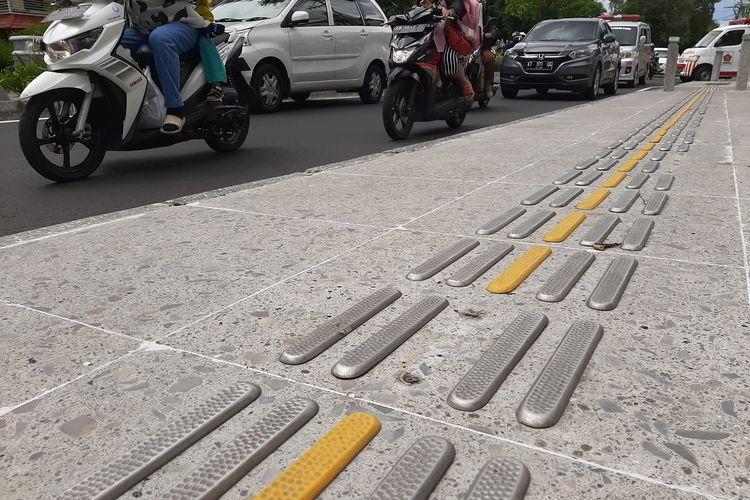 Salah satu guiding block yang hilang di Jalan Suroto, Kota Yogyakarta
