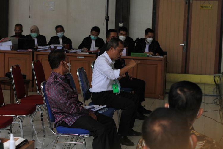 Para tiga saksi yang dihadirkan JPU terkait kasus Masjid Sriwijaya saat memberikan keterangan di Pengadilan Negeri Palembang, Selasa (14/9/2021).