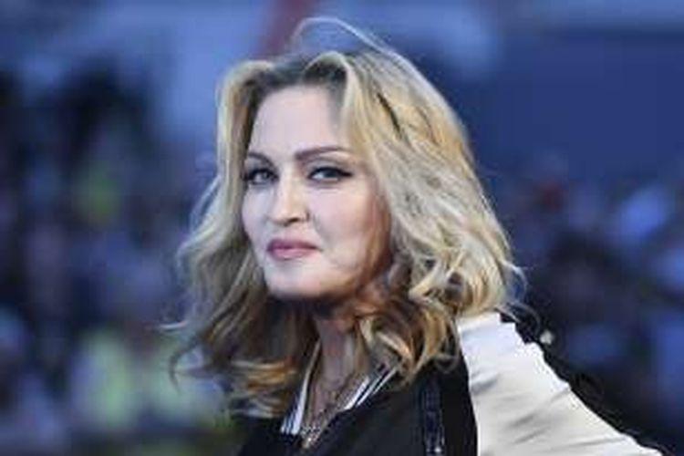 Penyanyi Madonna menghadiri pemutaran film The Beatles Eight Days A Week: The Touring Years di London, Inggris, Kamis (15/9/2016).