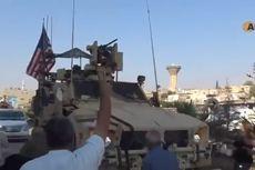 Warga Kurdi Suriah Lempari Kendaraan Militer AS dengan Batu dan Tomat Busuk