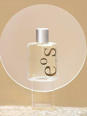 HMNS meluncurkan koleksi parfum terbarunya, EoS yang berkarakter feminin.
