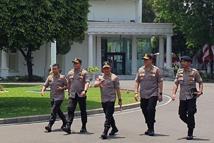 Kapolri Jenderal pol Tito Karnavian turut hadir ke Istana, Senin (21/10/2019). Tito menyusul tokoh lainnya yang sudah lebih dulu datang ke Istana dan ditunjuk Jokowi jadi menteri.
