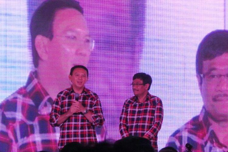 Calon gubernur-wakil gubernur nomor pemilihan dua DKI Jakarta Basuki Tjahaja Purnama-Djarot Saiful Hidayat saat memberi pidato politik, di Hotel Pullman, Jakarta Pusat, Sabtu (11/2/2017).