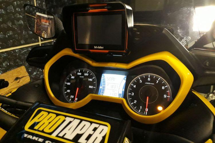 Penggunaan GPS dianggap sangat penting untuk motor touring.