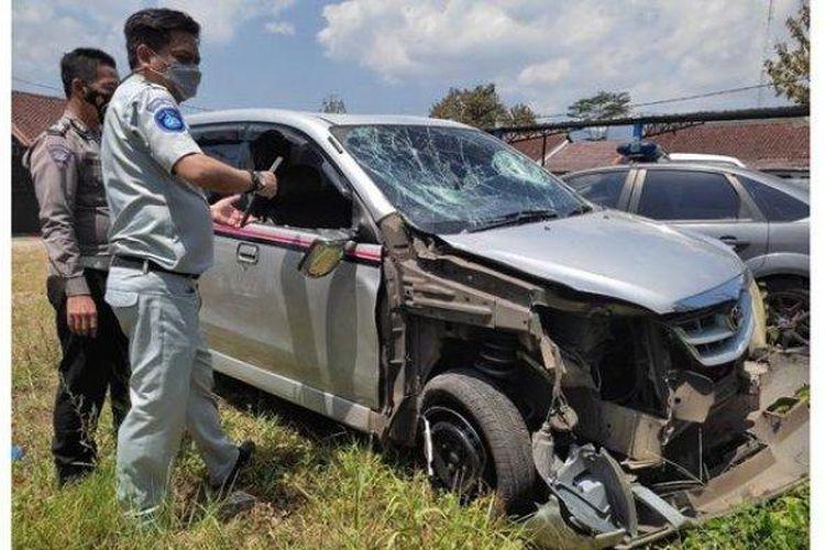 Mobil Avanza yang terlibat kecelakaan di Kabupaten Garut, Selasa (31/8/2021).