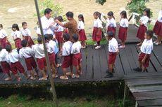 Nestapa Hidup Guru Honorer di Perbatasan RI-Malaysia, Pernah Digaji Rp 1 Juta Setahun