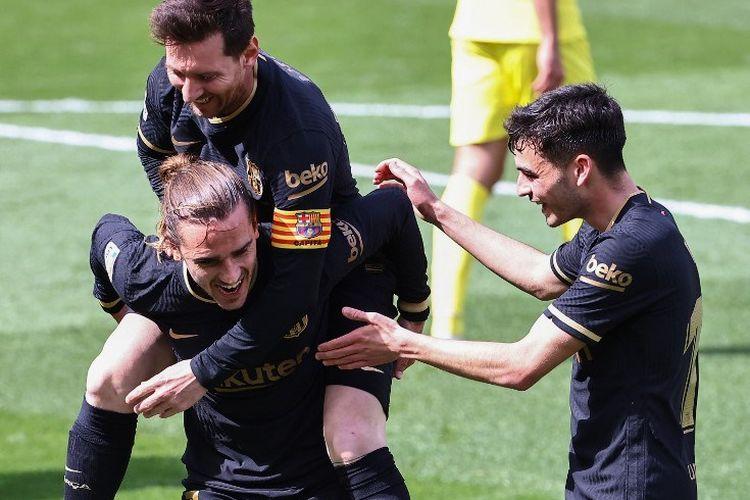 Penyerang Barcelona, Antoine Griezmann. merayakan golnya ke gawang Villarreal bersama Lionel Messi dan Pedri pada lanjutan laga Liga Spanyol, Minggu (25/4/2021) malam WIB.