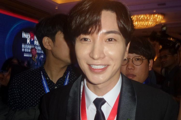 Leeteuk, member Super Junior, ditemui usai menghadiri Indonesia-Korea Business Summit di Hotel Shangri-La, Jakarta Selatan, Selasa (14/3/2017).