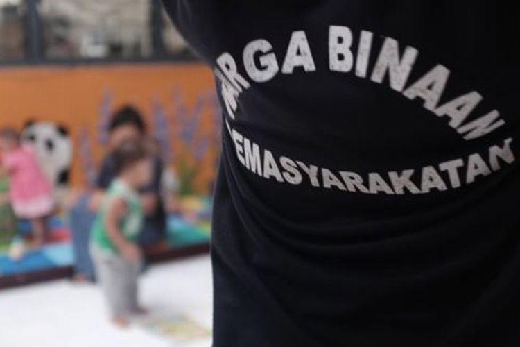 Sebanyak 12 anak di bawah usia dua tahun tinggal di balik jeruji Lapas Perempuan Malang, Jawa Timur, bersama ibu mereka yang menjadi narapidana.