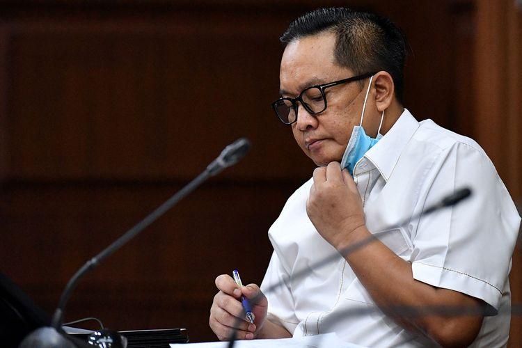 Terdakwa kasus dugaan suap penghapusan red notice Djoko Tjandra, Brigjen Pol Prasetijo Utomo menjalani sidang lanjutan di Pengadilan Tipikor, Jakarta, Senin (9/11/2020). Sidang lanjutan mantan Kepala Biro Koordinasi dan Pengawasan (Kakorwas) Penyidik Pegawai Negeri Sipil (PPNS) Bareskrim Polri itu beragendakan pemeriksaan sejumlah saksi. ANTARA FOTO/Sigid Kurniawan/foc.