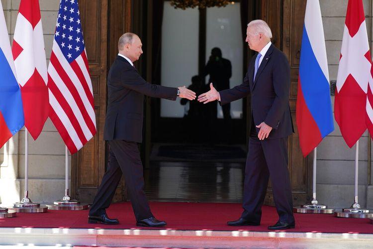Presiden AS Joe Biden dan Presiden Rusia Vladimir Putin tiba dan bertemu di Villa la Grange di Jenewa, Swiss, Rabu (16/6/2021).