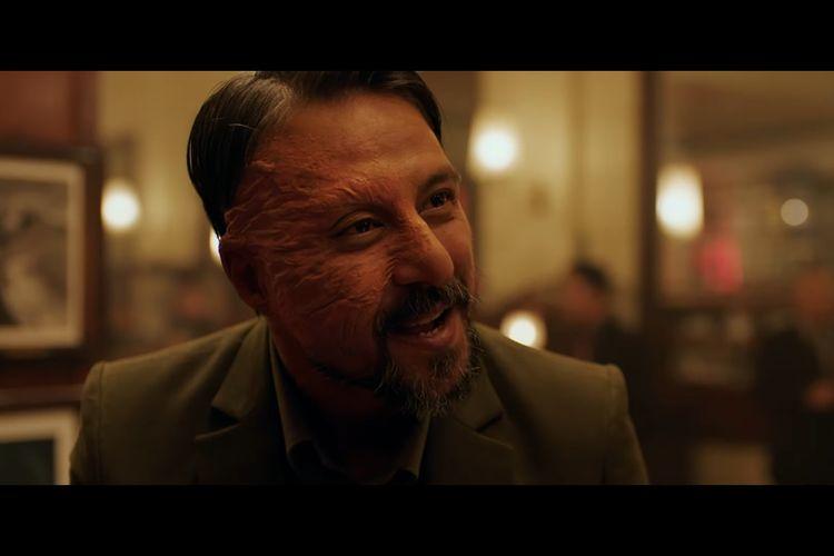 Bront Palarae sebagai Pengkor dalam trailer film Gundala.