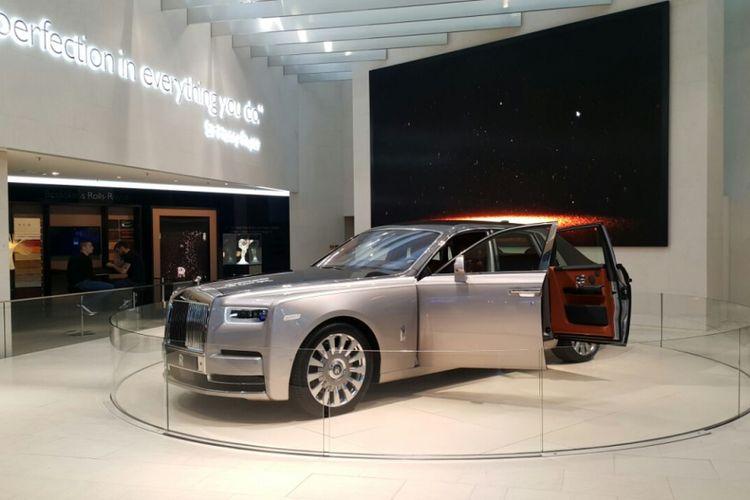 Rolls-Royce yang kini sudah bergabung BMW Group ikut ambil bagian di BMW Welt