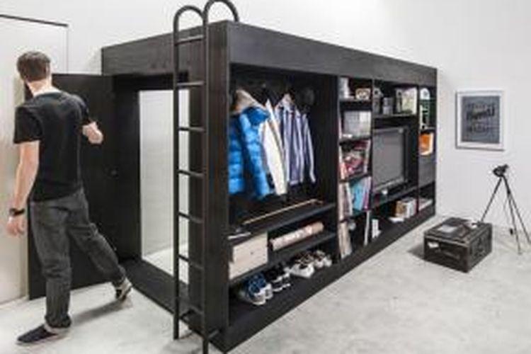 The Living Cube karya desainer asal Jerman, Till Könneker, merupakan jawaban bagi kesulitan penghuni apartemen studio. Könneker semula hanya memanfaatkan kelebihan yang dimiliki apartemennya, yaitu ketinggian plafon, untuk menjawab kekurangan ruang penyimpanan. Rupanya, kreasi Könneker ini dibutuhkan banyak orang.