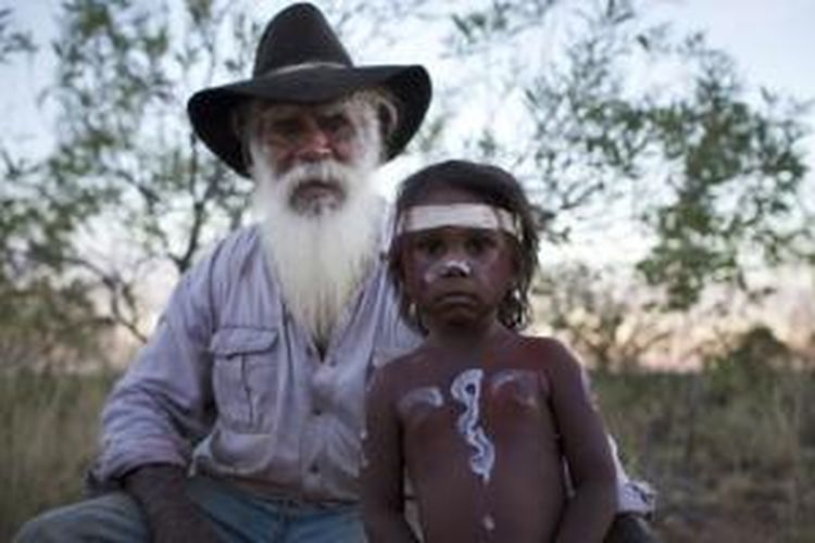 Suku Aborigin di Australia masih meneruskan budayanya secara turun temurun.