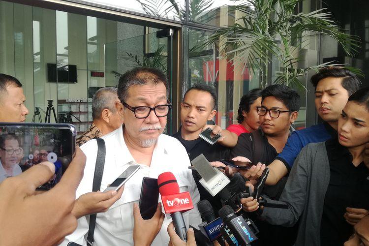 Mantan Wakil Gubernur Jawa Barat Deddy Mizwar usai memenuhi panggilan pemeriksaan Komisi Pemberantasan Korupsi (KPK), Jumat (23/8/2019)