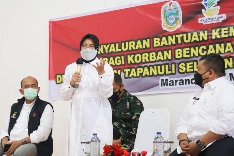 Menteri Sosial (Mensos) Tri Rismaharini saat menyampaikan sambutan di Aula Kantor Kecamatan Marancar, Kabupaten Tapanuli Selatan, Provinsi Sumatera Utara (Sumut) pada Rabu (19/5/2021).