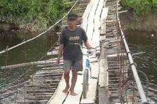 Dihadang Buaya Raksasa, Warga Bertaruh Nyawa Lintasi Jembatan Gantung