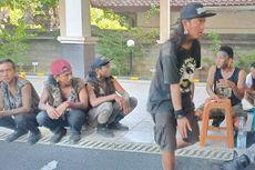 Dinilai Meresahkan Warga, 10 Remaja Berpakaian Punk Diamankan di Bali