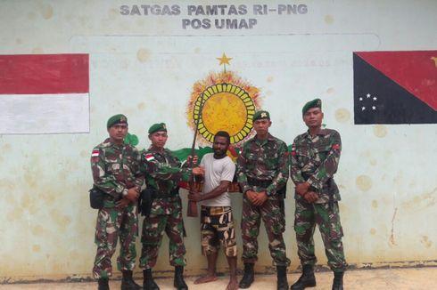 Seorang Warga Papua Serahkan Senjata Api Rakitan ke Satgas Pamtas