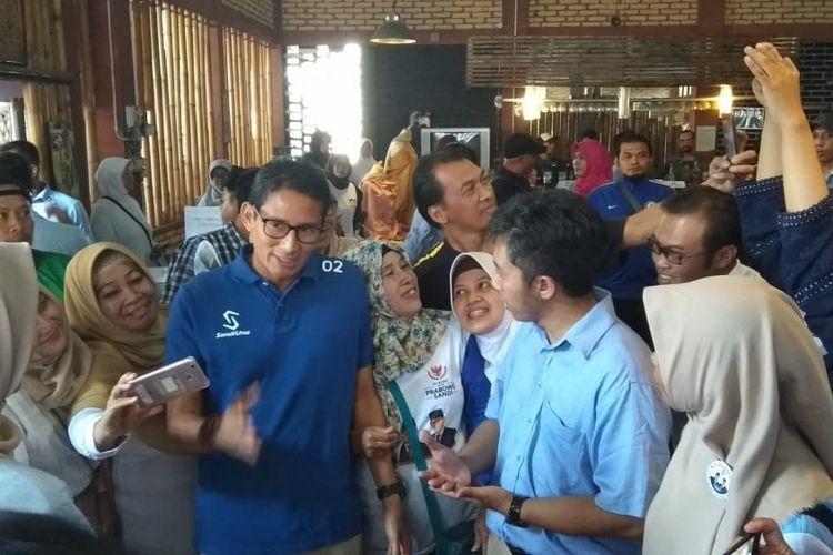 Cawapres nomor urut 02 Sandiaga Uno saat meresmikan Rumah Siap Kerja di Parakan, Kabupaten Temanggung, Jawa Tengah, Sabtu (6/4/2019),