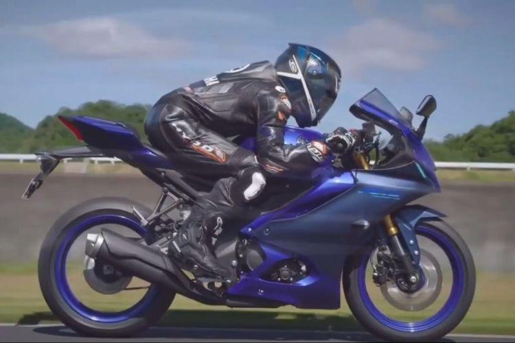 Yamaha YZF-R15 v4