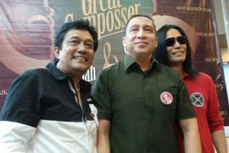 Oddie Agam, Seno M Hardjo, dan James F Sundah (dari kiri ke kanan) diabadikan usai jumpa pers rencana penggarapan album The Great Composers, di kawasan Kemang, Jakarta Selatan, Senin (2/3/2015).