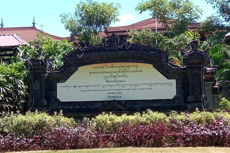 Gedung DPRD Bali, Jl. Dr. Kusuma Atmaja, Denpasar.