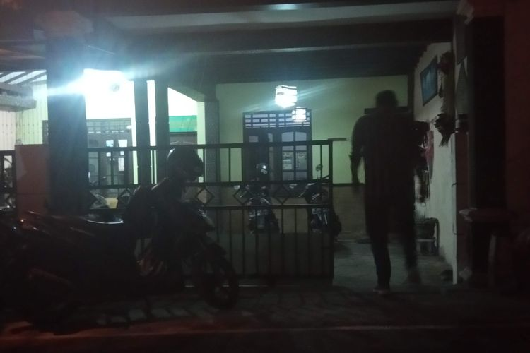 Suasana penggerebekan terduga teroris di Perum Argo Tunggal Ledok Salatiga