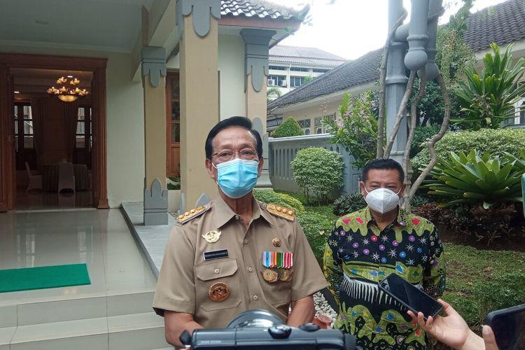 Sri Sultan HB X saat ditemui di kompleks Kepatihan Kota Yogyakarta, setelah rapat daring dengan presiden RI, Senin (17/5/2021).
