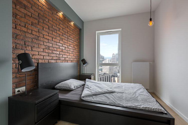 Aksen bata memberikan tekstur ke ruang di mana elemen-elemen seperti hiasan dinding dan pernak-pernik tidak digunakan.