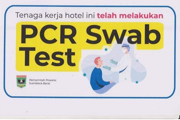 Stiker yang menunjukkan sertifikat bebas Covid-19 untuk hotel-hotel di Sumatera Barat.