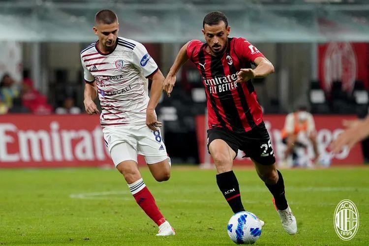 Alessandro Florenzi saat berlaga membela AC Milan dalam laga Serie A 2021-2022 kontra Cagliari di Stadion San Siro, 29 Agustus 2021.