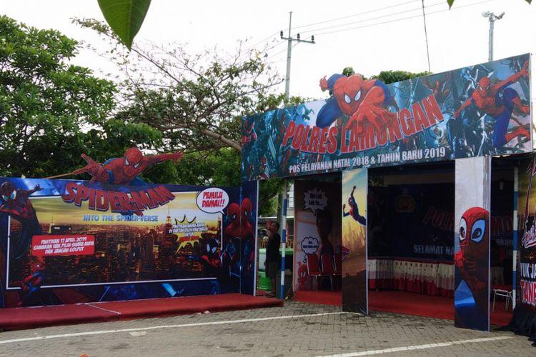 Spot untuk swafoto yang disediakan di Pos Lantas di depan WBL, yang berada di Kecamatan Paciran, Lamongan.