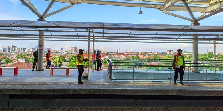 Pemandangan sisi barat dari bangunan baru Stasiun Manggarai, Minggu (26/9/2021)