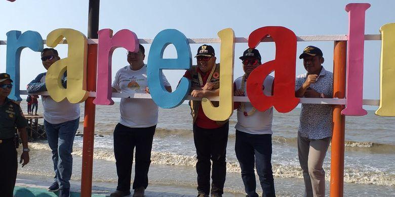Peresmian program renovasi Pantai Muarareja itu dilakukan oleh Walikota Kota Tegal, Dedy Yon Supriyono pada, Minggu (8/9/2019).