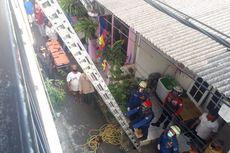 Petugas Damkar Evakuasi Ibu Hamil yang Pingsan di Rusun Cipinang Muara