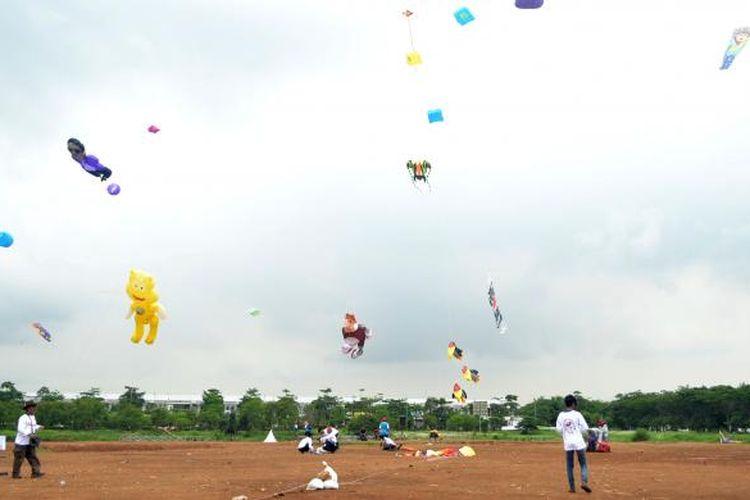 Internasional Kite Festival (festival layang-layang) ke-20 tahun ini mempertemukan 155 pelayang dari dalam dan luar negeri. Festival digelar dua hari di Jakarta Garden City, Cakung, Jakarta Timur, 13-14 Desember 2014.