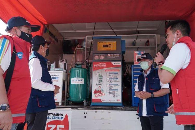 Direktur Sales & Marketing PT Pertamina Lubricants, Andria Nusa sempat melakukan kunjungan ke Rest Area KM 57 Karawang, Jawa Barat, Kamis (24/12/2020) (Author: Dok. Pertamina)