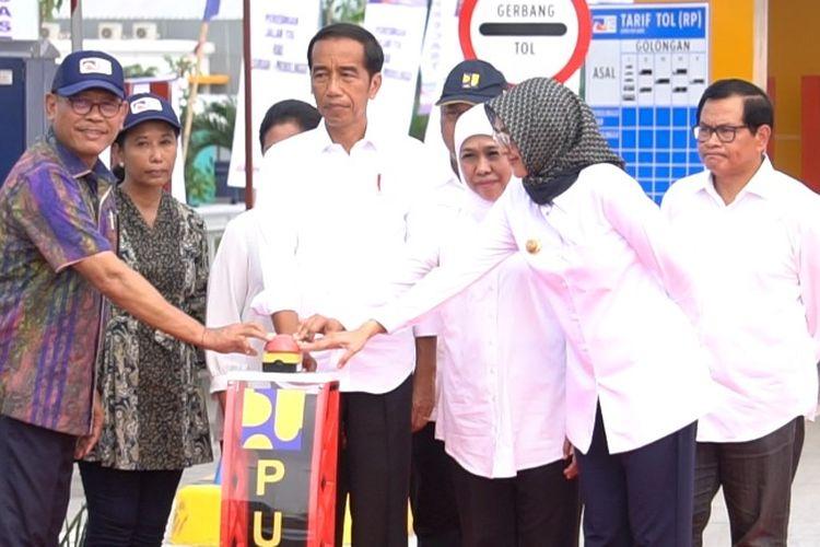Menteri BUMN Rini M Soemarno mendampingi Presiden Joko Widodo (Jokowi) meresmikan Jalan Tol Paspro dibangun oleh PT Waskita Karya (Persero) Tbk sepanjang 31,3 kilometer, Rabu (10/4/2019).