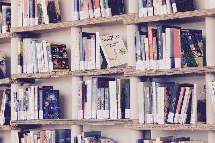 Ilustrasi buku, koleksi buku.