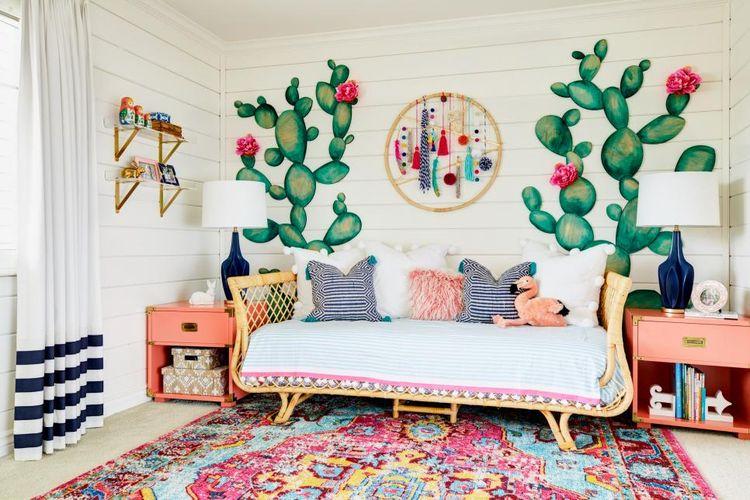 Mural kaktus yang cantik di kamar anak