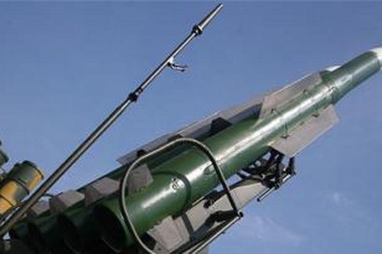 Rudal BUK yang diduga digunakan untuk menembak jatuh pesawat Malaysia Airlines MH17 di Ukraina, Kamis (17/7/2014). Belum diketahui pelakunya.
