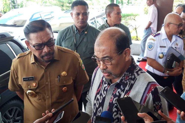 Wakil Ketua I DPD RI, Nono Sampono saat diwawancarai wartawan di kantor Gubernur Maluku, Selasa (10/3/2020)